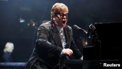 التون جان، در فهرست پرفروش ترین هنرمندان موسیقی تمامی دوران ها رتبه پنجم را دارد.