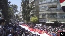 敘利亞的示威者高舉國旗