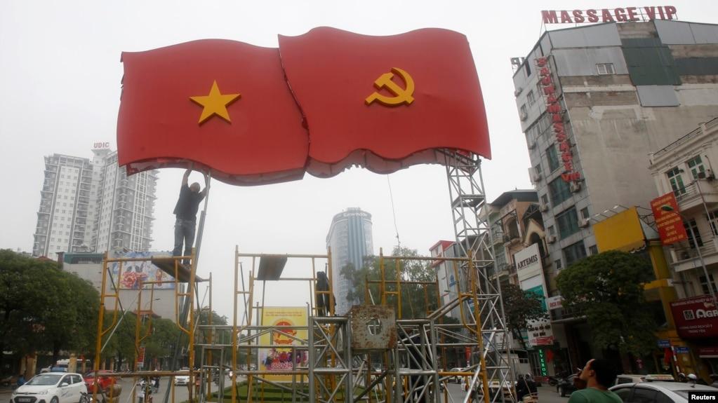 """Công dân Việt Nam gốc Pháp, ông Andre Menras Hồ Cương Quyết, cho rằng xã hội Việt Nam """"không thực sự hòa bình"""" như trên bề mặt của nó."""