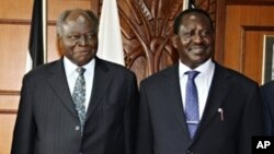 Kenyan President Mwai Kibaki (L) and Kenyan Prime Minister Raila Odinga (R)