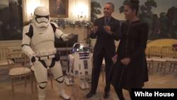 رقص دست جمعی اوباما و همسرش با کاراکترهای جنگ ستارگان.