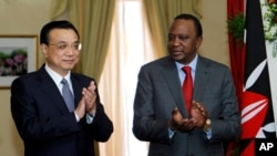 Chinese Premier Li Keqiang, left, and Kenya&rsqo;s President Uhuru Kenyatta applaud after the signing of the Standard Gauge Railway agreement with China at the State House in Nairobi, May 11, 2014.