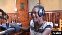 Mama FM , Kampala, Ouganda, le 18 juin 2014. (Hilary Heuler/VOA)