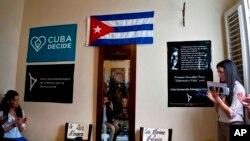 Cuba no es miembro de la OEA desde 1962 y considera la organización como un instrumento del gobierno de los Estados Unidos para presionar a los países que no siguen sus políticas.