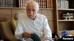 Fethullah Gulen (77 tahun), ulama Muslim yang tinggal di AS, dituduh Ankara mendalangi kudeta militer di Turki tahun 2016 yang gagal.