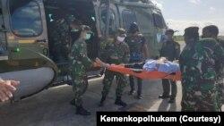 Helikopter TNI siap mengevakuasi anggota TGPF yang luka-luka akibat penembakan di Kabupaten Intan Jaya, Papua 10 Oktober 2020 lalu. (Foto ilustrasi/Kemenkopolhukam)