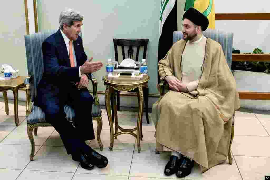 AQSh Davlat kotibi Jon Kerri (chapda) Iroq Oliy islomiy kengashi rahbari Sayyid Amar Al-Hakim bilan uchrashmoqda, Bag'dod, Iroq, 23-iyun, 2014-yil.