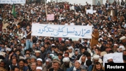 Shi'ite Muslims take part in a protest against Saturday's bomb attack in Quetta February 19, 2013.