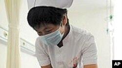 毒奶粉受害儿童在接受治疗(资料照片)