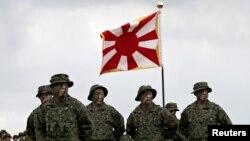 Binh sĩ của Lữ đoàn Cơ động Thủy Lục thuộc Lực lượng Tự vệ Trên Bộ của Nhật Bản trong một buổi lễ kích hoạt đơn vị tại Căn cứ Ainoura ở Sasebo, trên đảo Kyushu ở tây nam Nhật Bản, ngày 7 tháng 4, 2018.