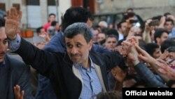 محمود احمدی نژاد در سفر به گرگان - شهریور ۱۳۹۵
