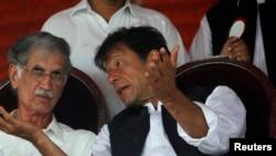 د خیبر پښتونخوا صوبایي وزیر پرویز خټک او د تحریک انصاف ګوند مشر عمران خان