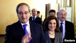 叙利亚副外长梅克达德(左)11月18日离开莫斯科的俄罗斯外交部