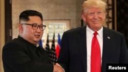 Дональд Трамп и Ким Чен Ын. Сентоса, Сингапур. 12 июня 2018 г.(архивное фото)