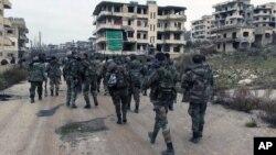 Pasukan Suriah melakukan patroli di Salma, provinsi Latakia (foto: dok).