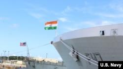印度海軍一艘護衛艦2021年8月21日抵達關島美國海軍基地準備參與聯合軍演 (美國海軍)