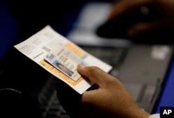 """Kiểm tra """"ID"""" trước khi bỏ phiếu bầu chọn."""