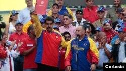 Maduro también le pidió a los venezolanos a que recolecten 10 millones de firmas exigiendo la derogación del decreto presidencial de EE.UU. contra siete funcionarios venezolanos.