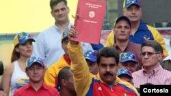 """Maduro recibió poderes especiales """"antiimperialistas"""" para enfrentar la supuesta agresión de Estados Unidos."""