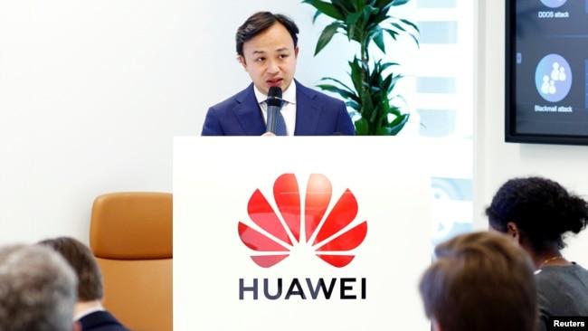 华为驻欧代表刘康2019年5月21日在布鲁塞尔举行的记者会上讲话。