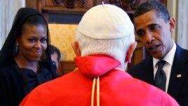 Predsednik Barak Obama i Prva dama Mišel Obama tokom susreta sa papom Benediktom u Vatikanu, 10. jul 2009