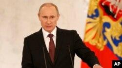 블라디미르 푸틴 러시아 대통령이 18일 모스크바에서 크림공화국 병합에 관한 입장을 밝히고 있다.