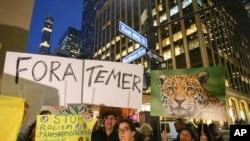 Brasileiros em Nova Iorque contra Temer