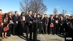 槍擊案受害者家屬聚集國會山