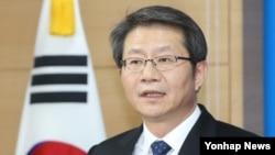 류길재 한국 통일부 장관이 1일 정부서울청사에서 북한 김정은 국방위원회 제1위원장의 신년사와 관련해 정부 입장을 밝히고 있다.