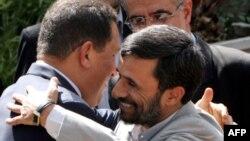 Ahmedinejat, Venezuela Cumhurbaşkanı Hugo Chavez ile..