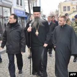 Potpredsednik srpske vlade i episkop Teodosije u šetnji Prizrenom
