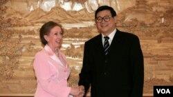 2007年5月中共中央党校副校长王伟光会见英国外交官。王伟光现在是中国社会科学院院长