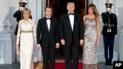El presidente de EE.UU. Donald Trump, su esposa Melania Trump reciben en la Casa Blanca al presidente de Francia Emmanuel Macron y su esposa Brigitte, para la primera cena de estado de su administración.
