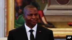 Le président Faustin Archange Touadéra de la Centrafrique, lors d'une audience avec le pape à Vatican, 18 avril 2016.