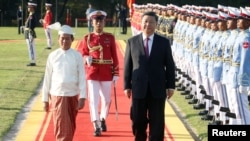 Chinese President Xi Jinping and Myanmar President Win Myint walk during a welcome ceremony at the Presidential Palace in Naypyitaw, Myanmar January 17, 2020. REUTERS/Ann Wang - RC2NHE9K0ACB