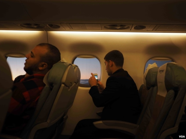 Tourism industry workers say business has plummeted since a Russian plane crashed taking off from Sharm el-Sheikh in late October. (H. Elrasam/VOA)