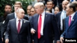 امریکی صدر ٹرمپ کی روسی صدر پوٹن سے ہنوئی میں ملاقات