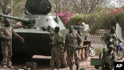 Pasukan Mali menghadapi kesulitan melawan pemberontak Islamis di bagian utara dan meminta bantuan Perancis (foto: dok).