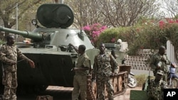 Soldiers stand guard outside the presidential palace after a military coup in Bamako, Mali, March 23, 2012.