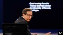 Moderator Chris Wallace of FOX News looks at the audience and asks them for silence before the third presidential debate at UNLV in Las Vegas, Oct. 19, 2016.