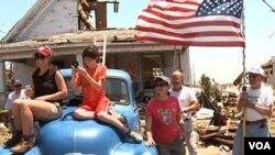 En Joplin, Missouri, los residnetes recibieron la visita del presidente de Estados Unidos, Barack Obama, quien viajo personalmente a evaluar la situación.