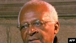 Ðức Tổng giám mục Nam Phi Desmond Tutu, người được trao giải Nobel Hòa bình vì đã tranh đấu phi bạo lực chống chủ nghĩa apartheid ở Nam Phi