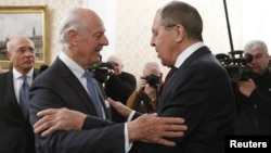 Russian Foreign Minister Sergei Lavrov, right, welcomes U.N. special envoy on Syria Staffan de Mistura during a meeting in Moscow, Nov. 24, 2017.