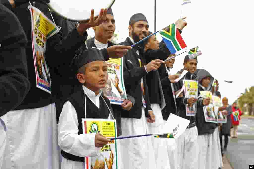 Un enfant chantant à Cape Town à l'occasion de l'anniversaire de Nelson Mandela.