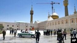 7일 총격이 발생한 이란 의회 주변을 경찰이 통제하고 있다.
