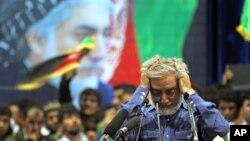 8일 아프가니스탄 카불에서 압둘라 압둘라 대선 후보가 지지자들을 향해 연설하고 있다.