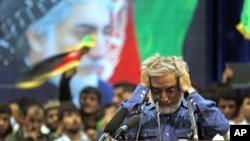 Kandidat presiden Afghanistan Abdullah Abdullah berpidato pada pendukungnya di Kabul, Afghanistan (8/7). (AP/Massoud Hossaini)
