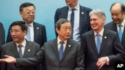 İngiltere Maliye Bakanı Philip Hammond ve Çin'in ekonomiden sorumlu üst düzey yetkilisi Ma Kai