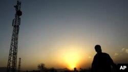 فعالیت شبکه های مخابراتی در برخی مناطق به خاطر تهدید طالبان قطع شده است.