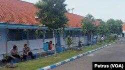 Suasana ujian nasional berbasis komputer di SMA Hang Tuah 1 Surabaya (Foto: VOA/Petrus)